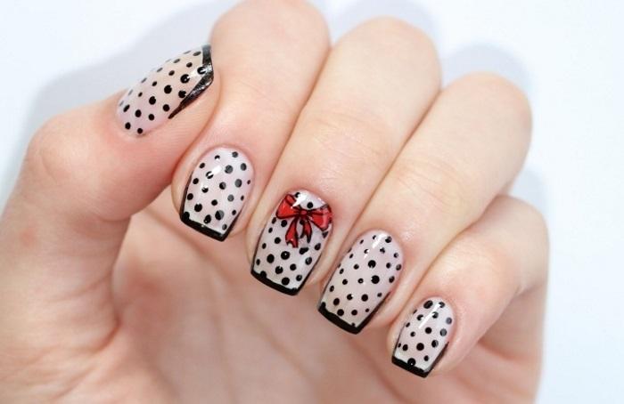 Бантики на ногтях с помощью стемпинга