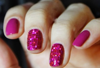 Сухие блестки на ногтях