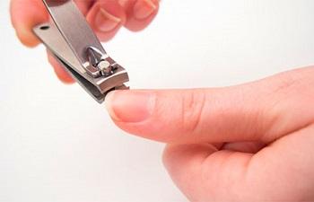 Стрижка ногтей книпсером