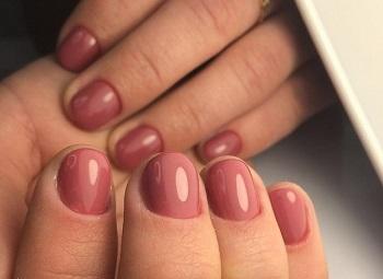 Гель-лак защищает и укрепляет пластины ногтей
