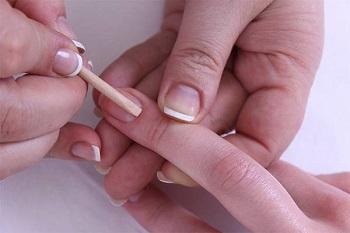 Перед началом маникюра подготовьте ногти к процедуре