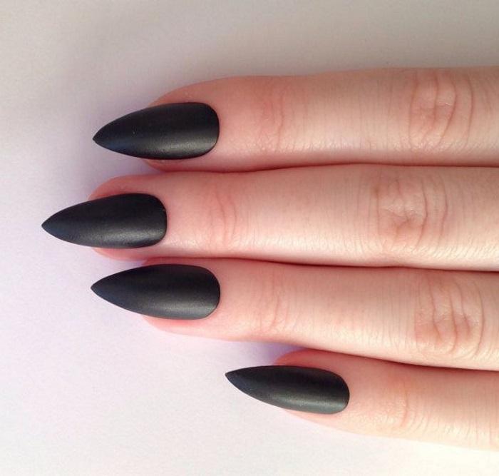 Черные стилеты