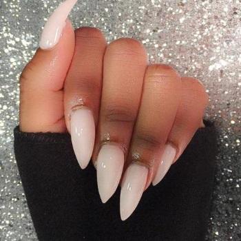 Яркий дизайн острых ногтей