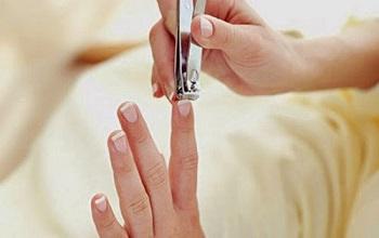 Для стрижки ногтей лучше предпочесть книпсер ножницам