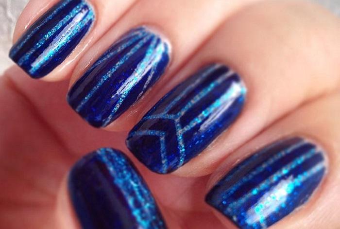 Синий маникюр разными видами лака