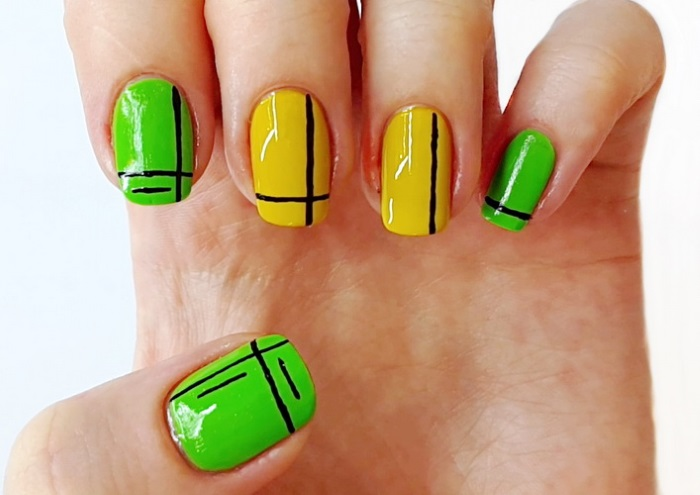 Яркий дизайн ногтей с тонкими нарисованными полосками