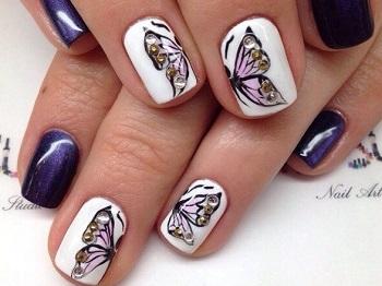 Маникюр с совмещающимися бабочками