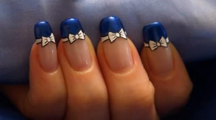 Синий френч с бантиками, нарисованными дотсом