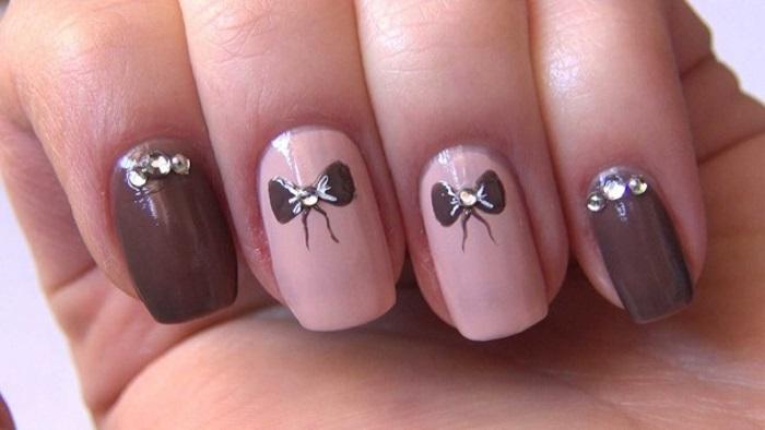 Бантики с помощью лака для ногтей