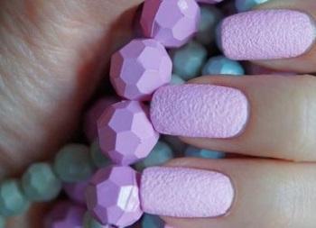 Бархатный песок на наращенных ногтях
