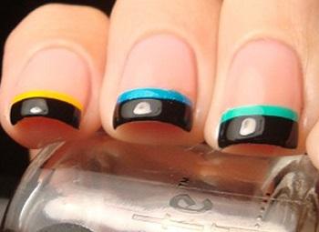 Яркие контрастные сочетания удлиняют короткие ногти