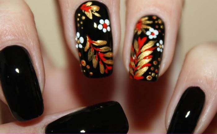 Вариант дизайна ногтей с хохломской росписью