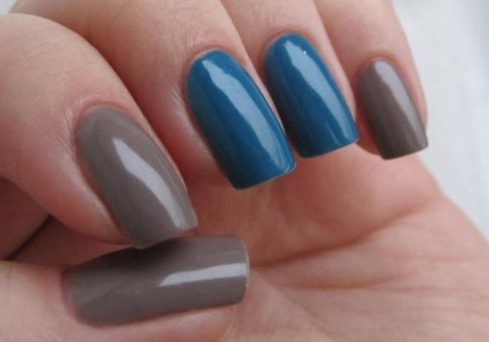 Двухцветный маникюр на прямоугольных ногтях средней длины