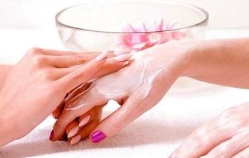 В завершении экспресс-маникюра делайте массаж рук