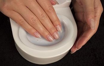 Для красоты и здоровья ногтей выполняйте горячий маникюр не менее 4 раз в месяц