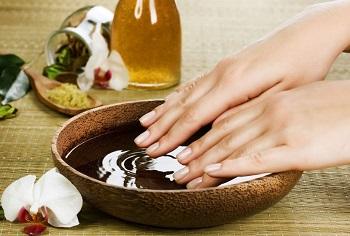 Ванночка для ногтей с подогретым маслом