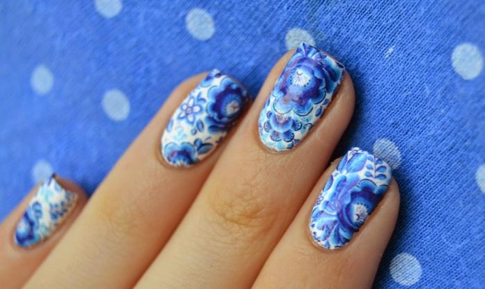 Художественная роспись узоров гжель на ногтях