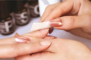Приступать к маникюру гелем-лаком нужно только после подготовки ногтей