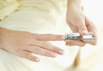 Самая известная примета - стричь ногти до обеда