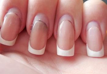 Коррекция наращенным ногтям необходима по мере их отрастания