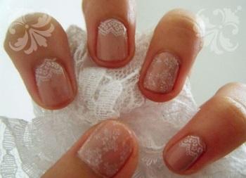 Кружевной маникюр на коротких ногтях