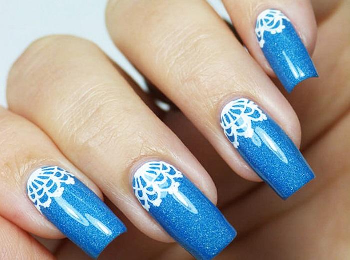 Пример кружевного дизайна на наращенных ногтях