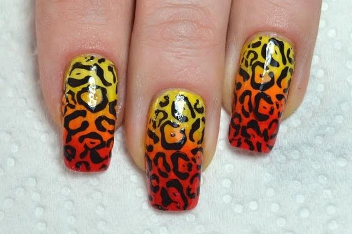 Градиентный маникюр с леопардовыми мотивами