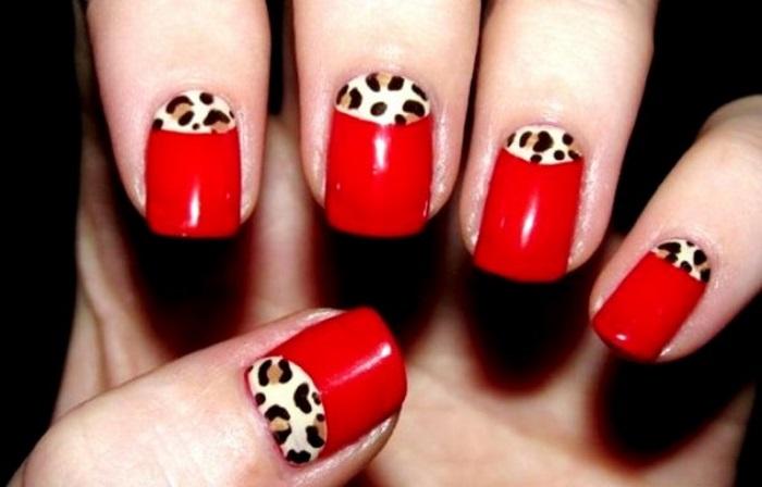 Красный маникюр с леопардовыми лунками