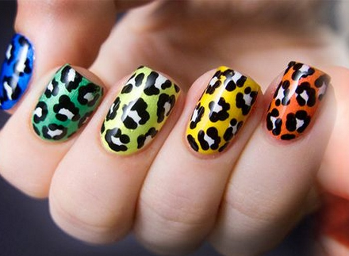 Разноцветный маникюр с леопардовым принтом