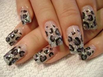 Леопардовый маникюр на наращенных ногтях