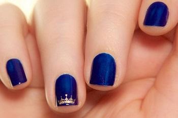 Строгий и лаконичный маникюр на коротких ногтях