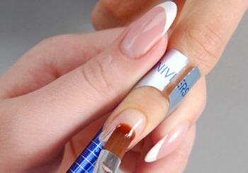 Процесс наращивания ногтей на формы