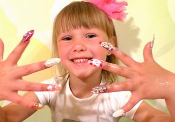 Накладные ногти у ребенка