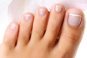 Ногти на ногах растут гораздо медленнее