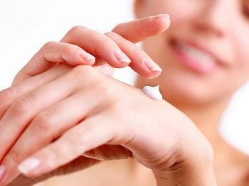 Осенью ногти и кожа рук нуждаются в особом уходе