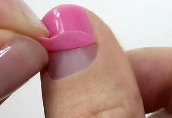 Маникюр на влажную ногтевую пластину - одна из частых причин отслоения геля-лака