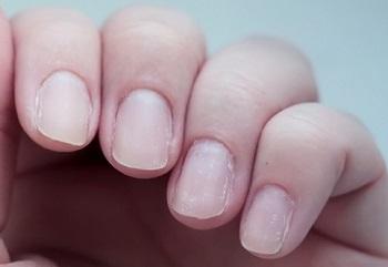 Маникюр на тонких, ослабленных ногтях очень быстро сходит