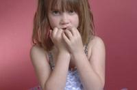 Почему дети начинают грызть ногти