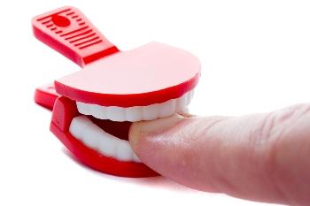 Почему взрослые люди грызут ногти