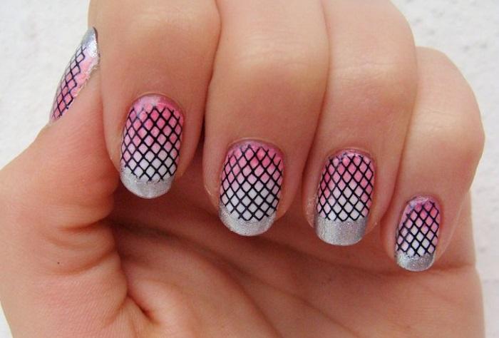 Полоски на ногтях при помощи стемпинга