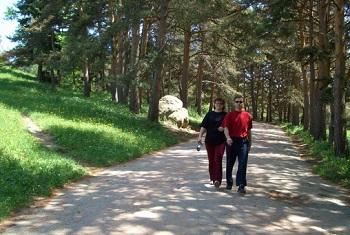 При психологических перегрузках вместе с лечением препаратами пациенту назначают пешие прогулки
