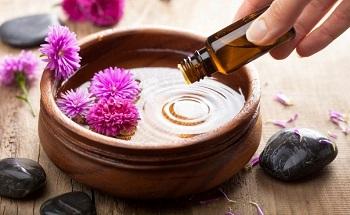 Масляные ванночки благотворно воздействуют на ногтевые пластины