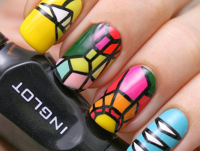 Дизайн ногтей в витражной технике