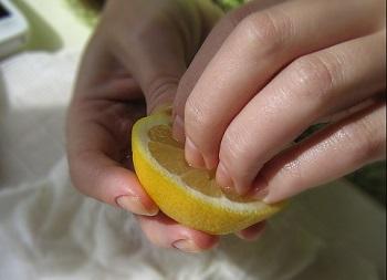 Лимонный компресс для ногтей