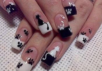Французский маникюр с кошками