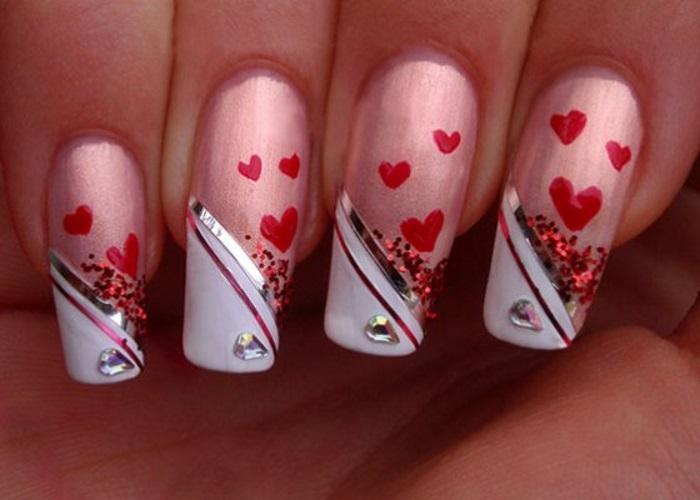 Салонный маникюр с сердечками на длинных наращенных ногтях