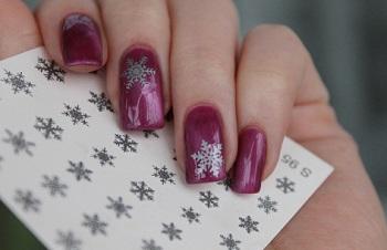 Дизайн ногтей при помощи снежинок