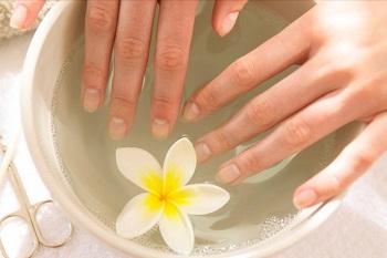 Снятие накладных ногтей с помощью ванночки