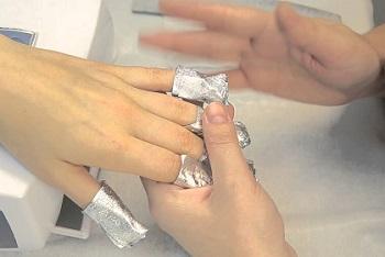 Снятие гелевых ногтей с помощью ремувера