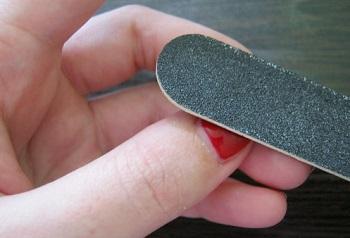 Снятие гелевых ногтей спиливанием